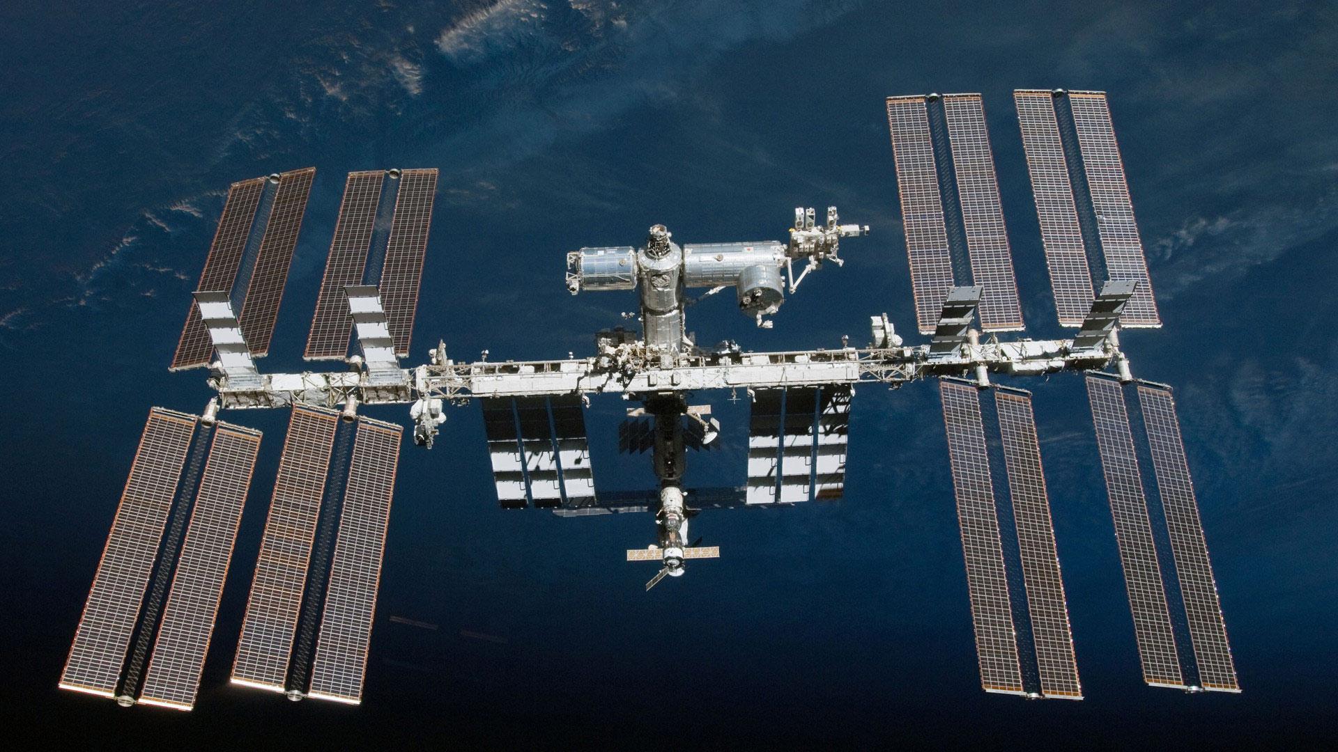 Инженерный фестиваль и космонавты МКС в прямом эфире